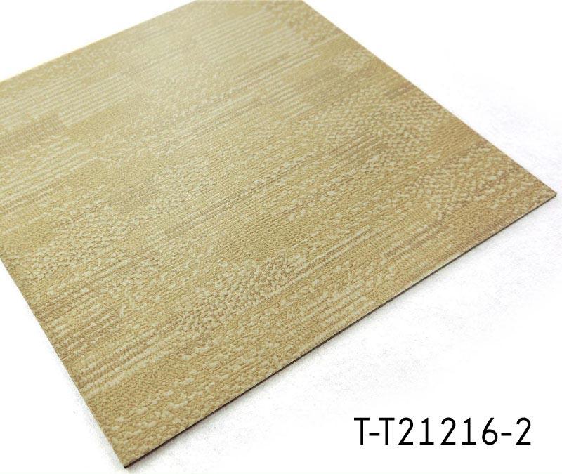 Variet di disegni di tappeti in vinile aspetto mattonelle for Mattonelle in vinile